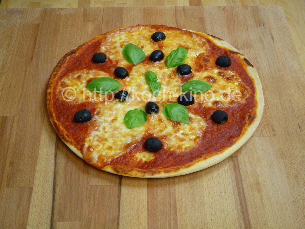 rezept pizza teig tomaten sauce belag. Black Bedroom Furniture Sets. Home Design Ideas
